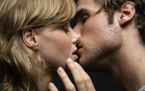 Многих людей интересует вопросКак правильно целоваться взасос