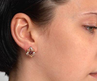 серьги золотые на ушах фото