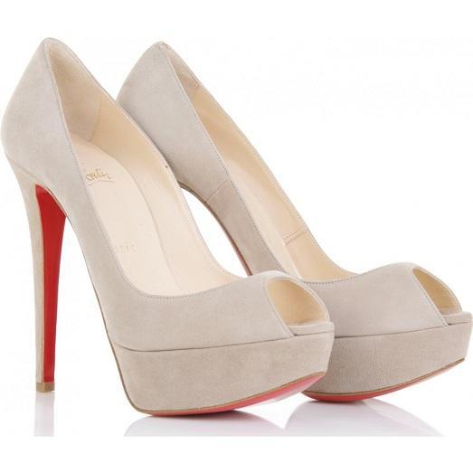 Самые модные и красивые модели вы можете найти в коллекциях известных  модельеров. Каждую пару обуви они создают с любовью 8b02469574da3
