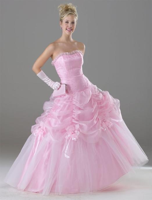 Комментарий: Комментарий: При этом крой у платьев женственный, подчеркивающий все достоинства фигуры девушки. Решив надеть красное свадебное платье