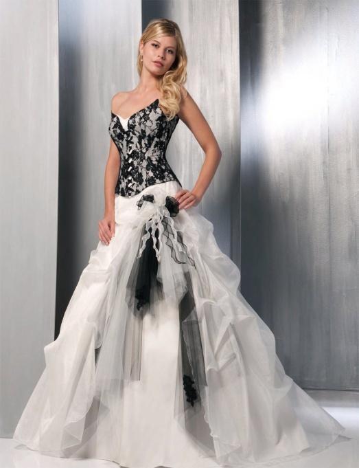 Белый, кремовый, ну или максимум цвет шампанского – вот три наиболее  распространенных цвета для свадебного наряда. 2c1aa5de42a