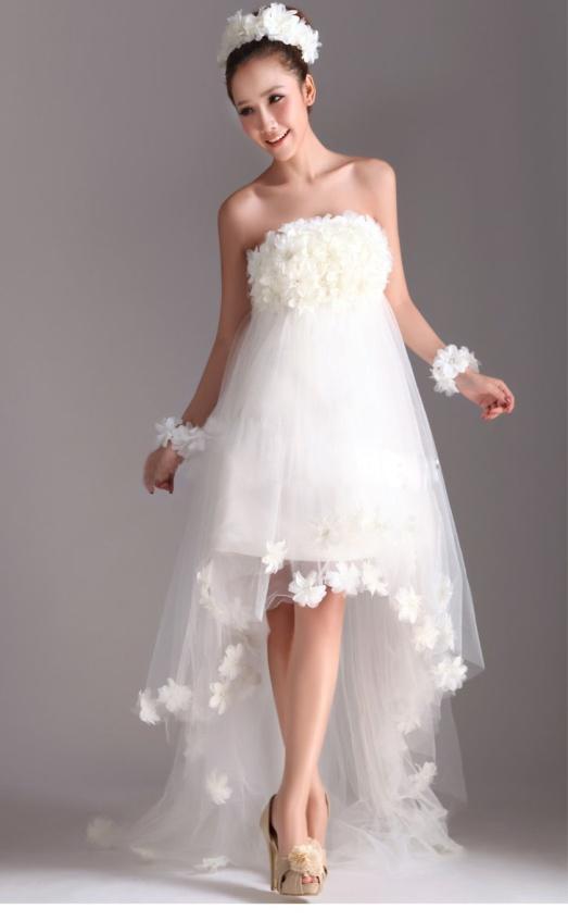 дружки невест в красивых платьях
