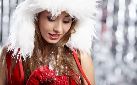 Девушка задом в новогоднем колпаке — 1