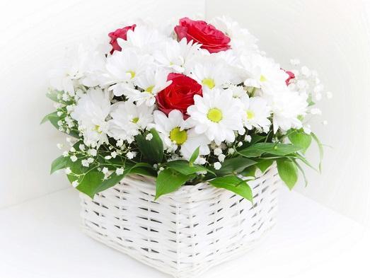 Подарок молодой женщине обеспеченной подарок на 8 марта цветы