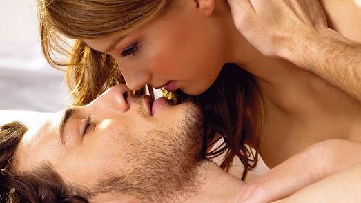 Мужчина в годах занимается сексом с молодой