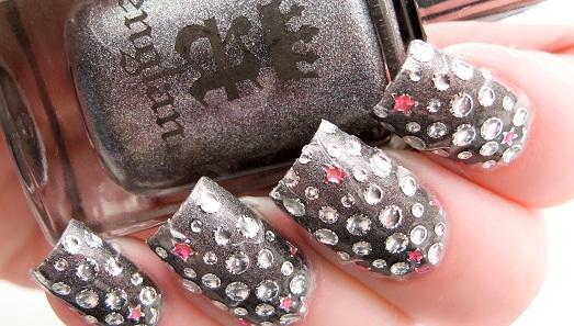 камни в диайне ногтей фото