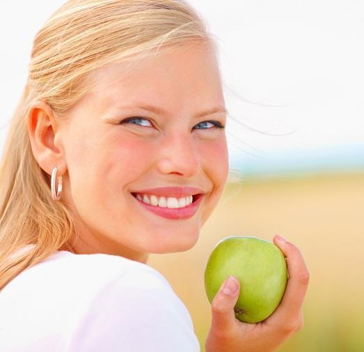 7 полезных продуктов, от которых портятся зубы
