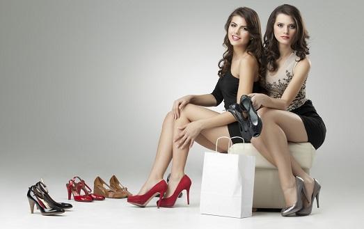 Девушки должны ухаживать за обувью