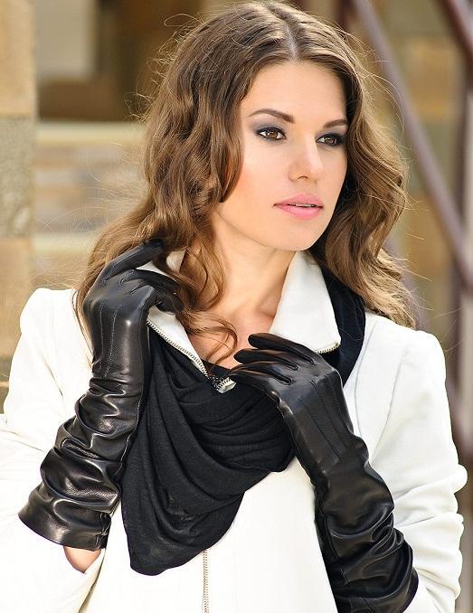 Длинные перчатки выглядят элегантно