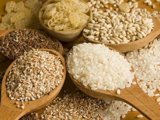 В каких продуктах содержится клетчатка и чем она полезна