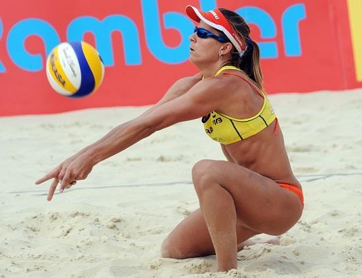Женский пляжный волейбол фото