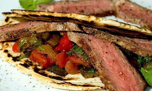 Запеченная говядина в духовке фото