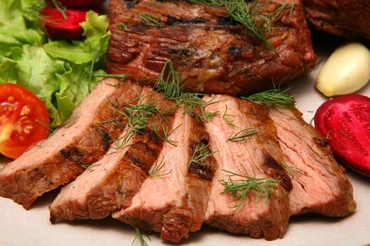 Ароматная говядина запеченная в духовке