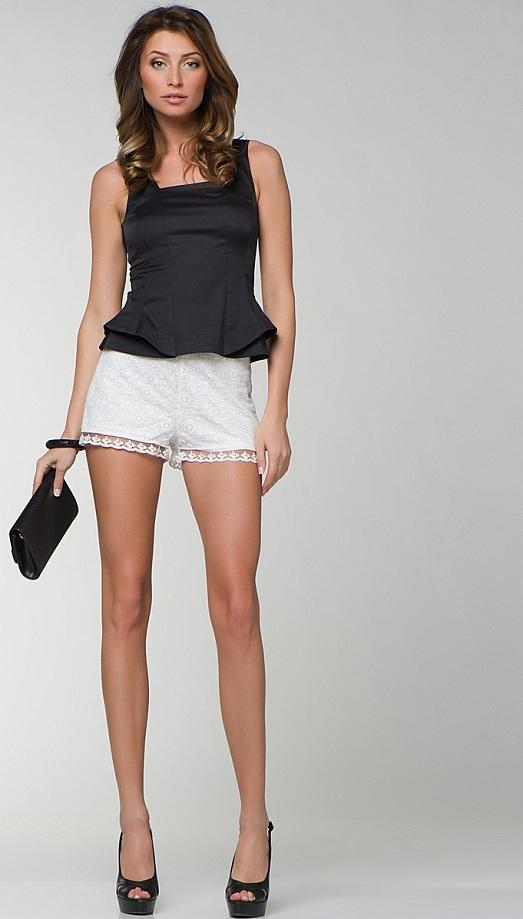 white shorts with what to wear photo
