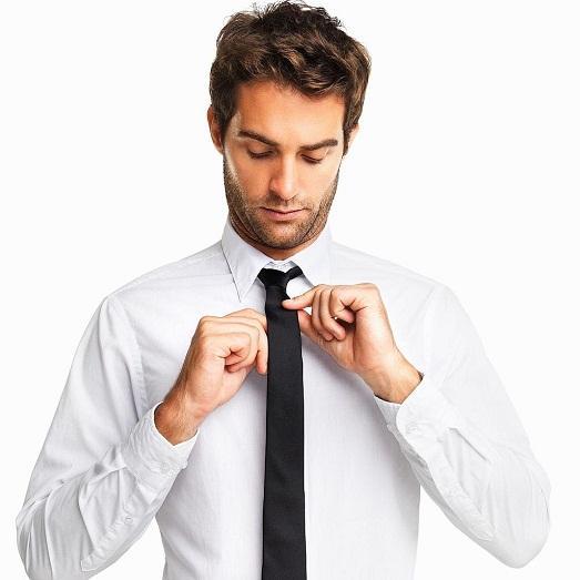 мужчина в галстуке