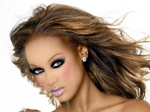 насыщенный макияж для брюнеток фото