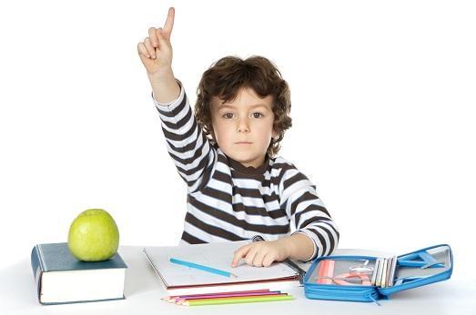 Фото ребенка с учебником 36