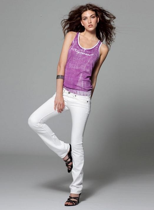 с чем носят джинсы белого цвета фото