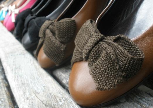 Декор на обуви может быть разным