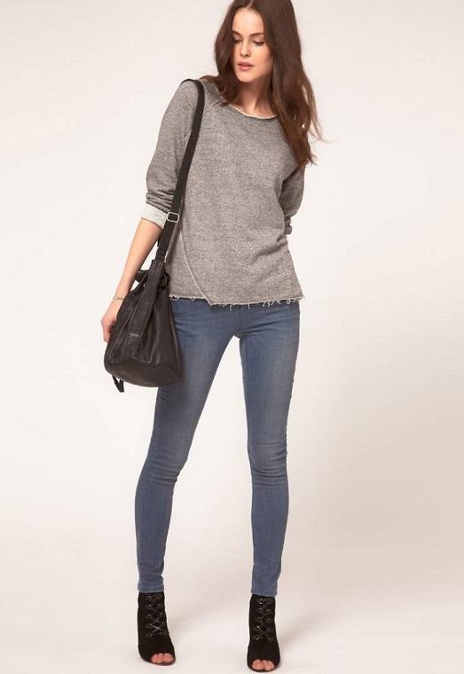 Свободная кофта идеально подходит к узким джинсам