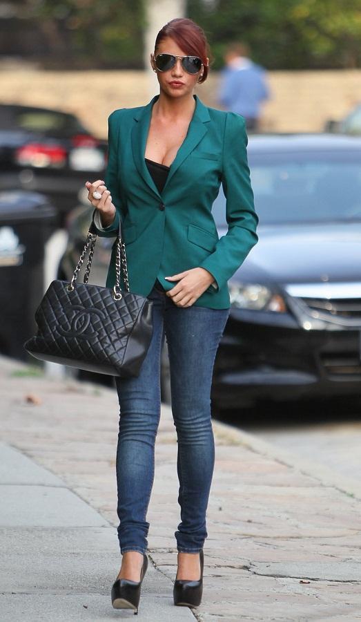 Такие джинсы хорошо сочетаются с пиджаком