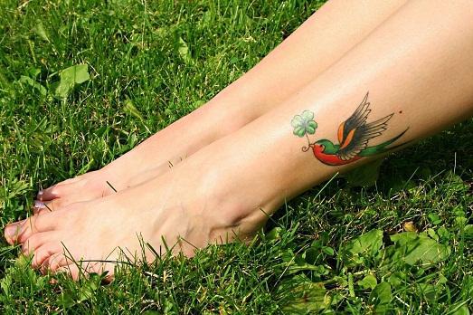 Ухаживать за татуировкой надо правильно.