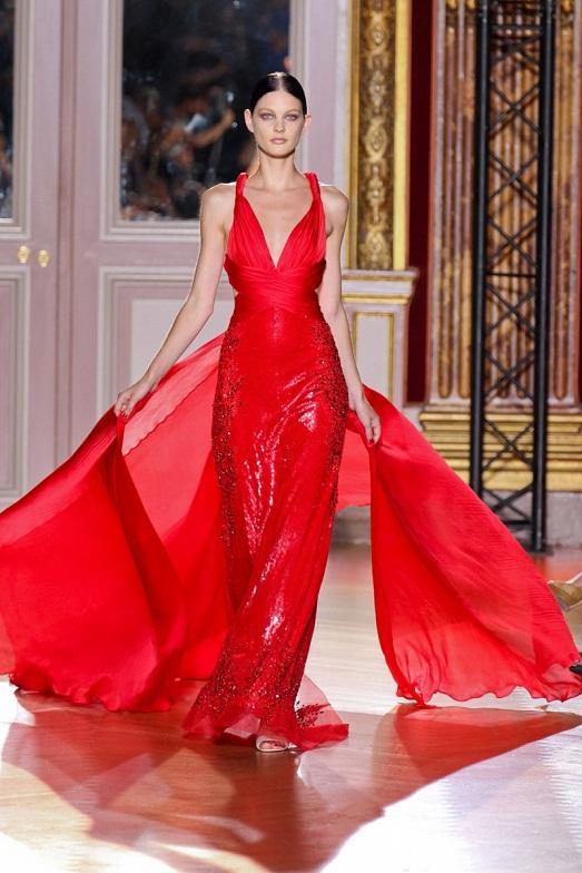 Великолепное красное платье.