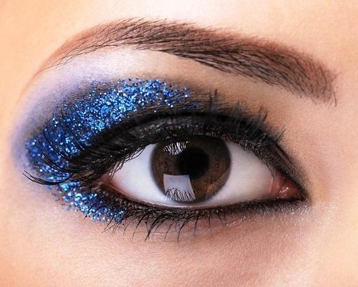 Синие цвета должны быть в праздничном макияже