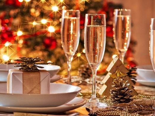 Огни, шампанское и дождик