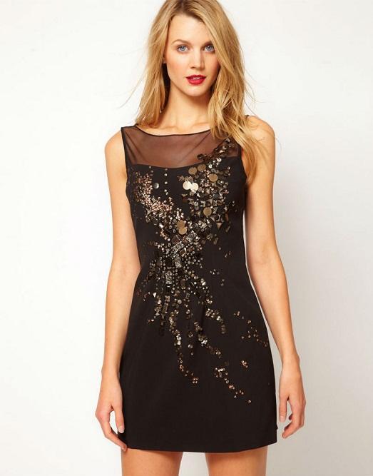 Пайетки и камни могут украшать платье