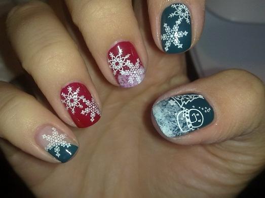 Снежинки - красивы на новогоднем маникюре