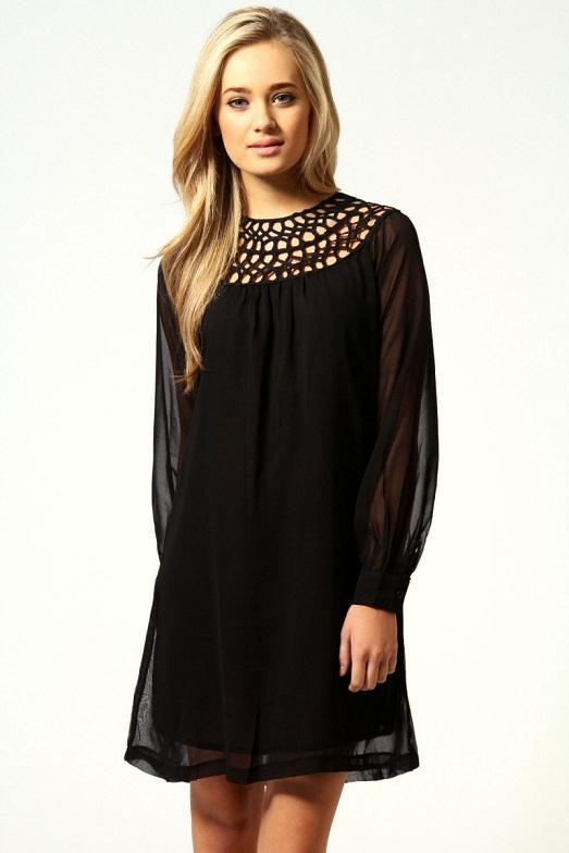 Как украсить чёрное платье кружевом