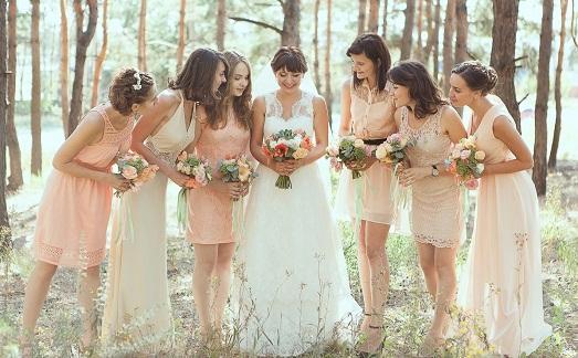 Подружки невесты должны быть одеты одинаково