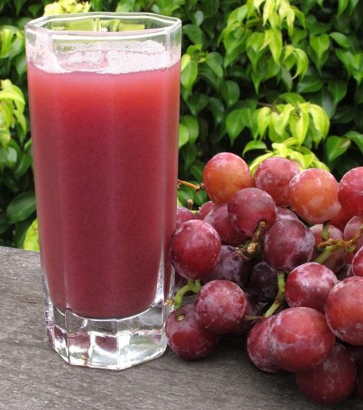 Стакан сока и витамины вашему организму обеспеченны