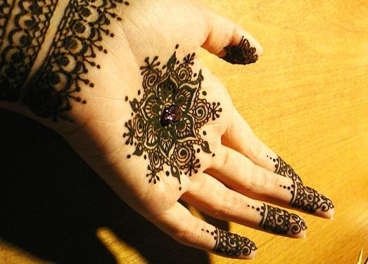 Традиционное украшение невесты на свдьбе в Индии