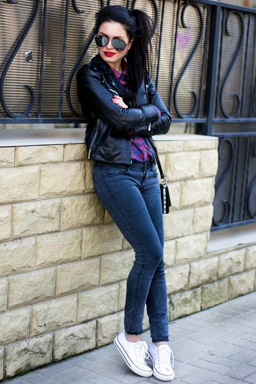 Красивые девушки в джинсах и лосинах 3 фотография