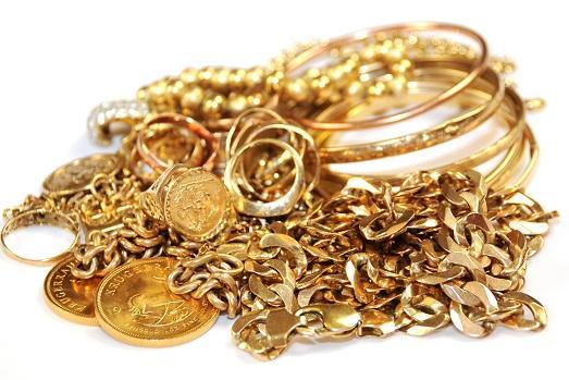 Как правильно почистить золотые изделия?
