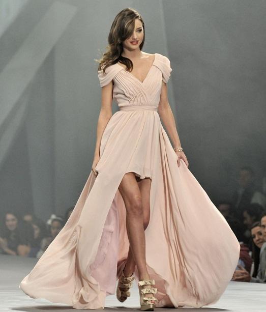 d661adbd5df21 С чем правильно носить бежевое платье? (11 фото)