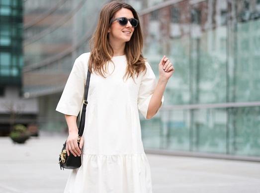 Как носить белое кружевное платье зимой