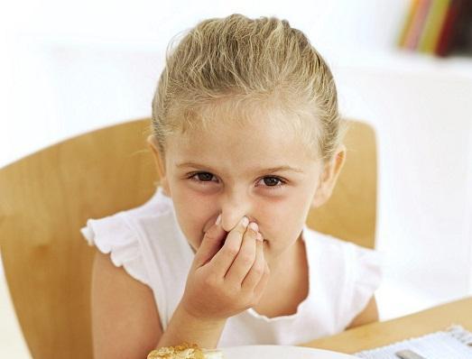 причины сильного запаха изо рта у мужчины