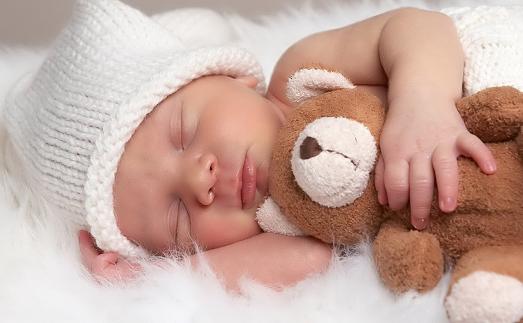 Сладко спит