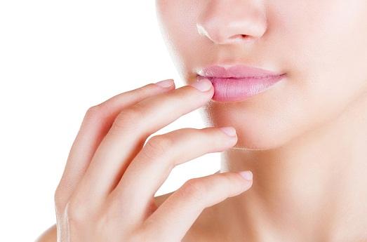 Как помочь, если губы и руки обветрились?