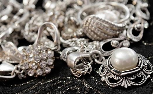 Чем чистить серебро от черноты 23