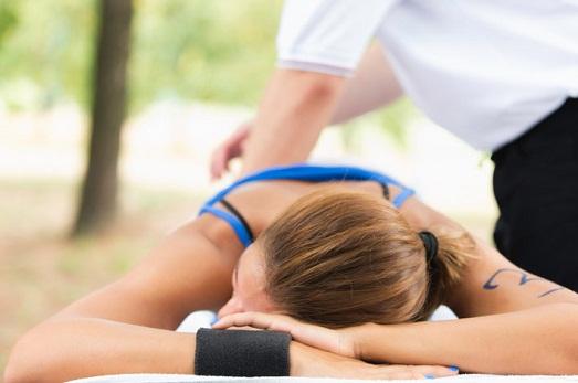Кому подойдет спортивный массаж и как его делать?