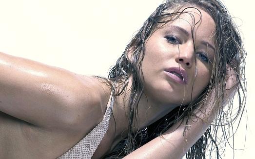Эффект мокрых волос – осваиваем простую прическу