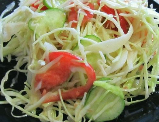 Диетический салат с капустой