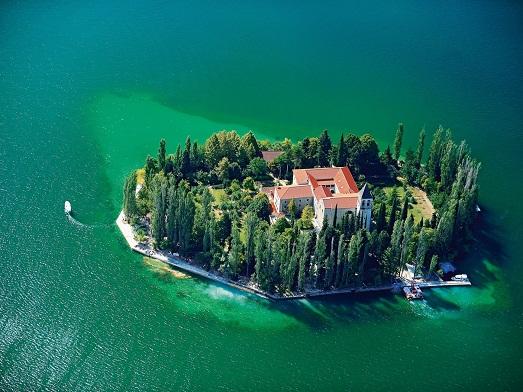 Дом на островке