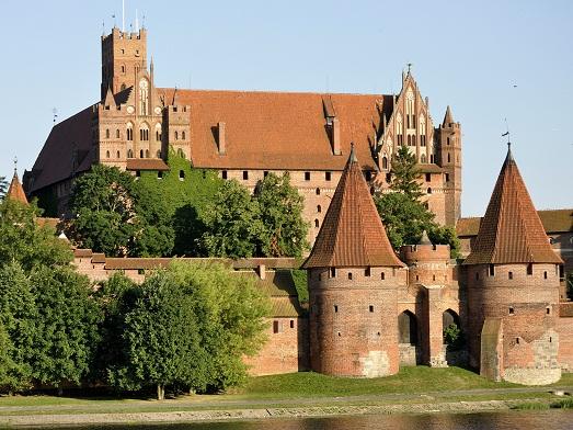 Тут много замков