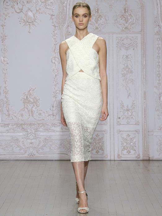 продиктованные модой: скромность и трогательность невесты. Таки платья идеально подходят для совсем молоденьких невест, которые смогут подчеркнуть