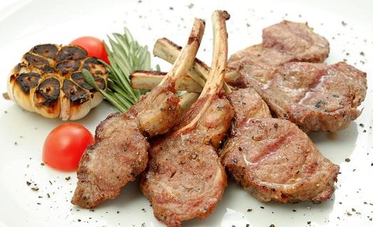 Каре ягненка – изысканное блюдо, которое можно приготовить дома